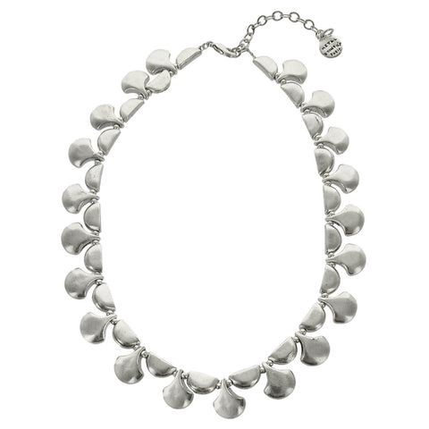 Metal Pointus Pescad Necklace Front View