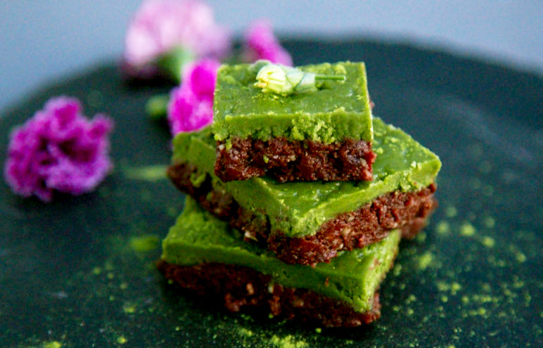 Raw matcha brownies that are 100% vegan, dead simple