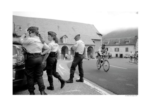 'Les Deux Cols' Photography - Get past the Gendarmarie!