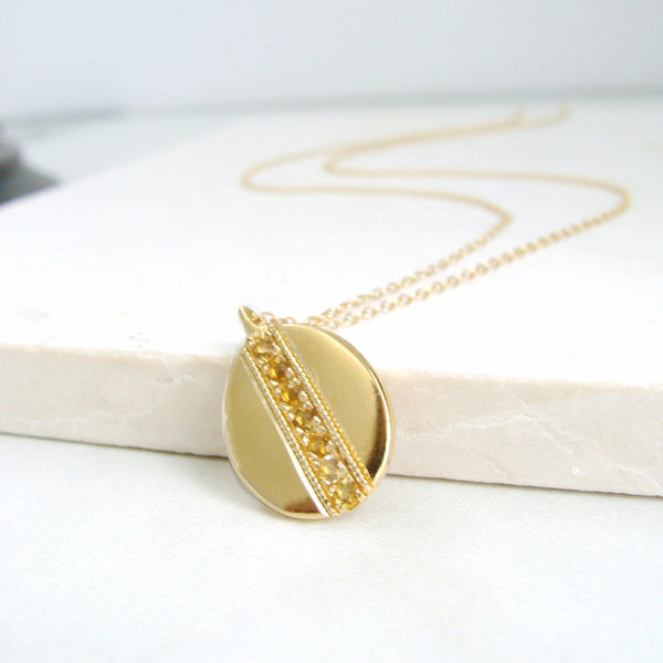 HONEY OVAL PENDANT