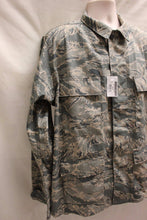 Load image into Gallery viewer, USAF Men's Utility Coat, Digital Tiger, Size: 44S, NSN: 8415-01-536-4586, New!