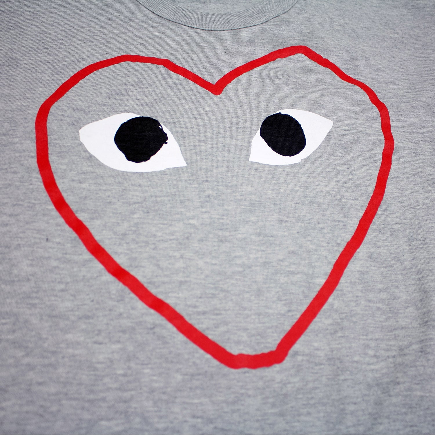 T-SHIRT WITH RED HEART OUTLINE
