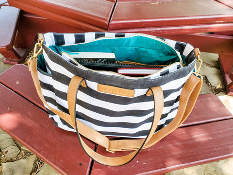 white elm work bag what I pack in my bag blog post black stripe aquila tote