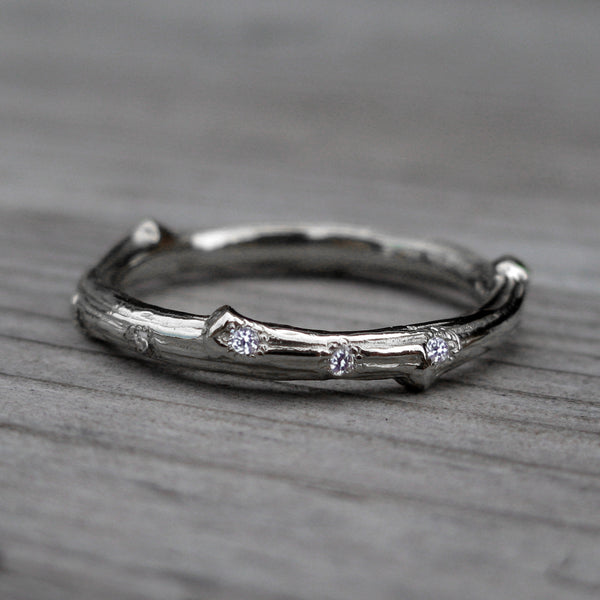 Scattered Diamond Twig Wedding Band (Five Diamonds)