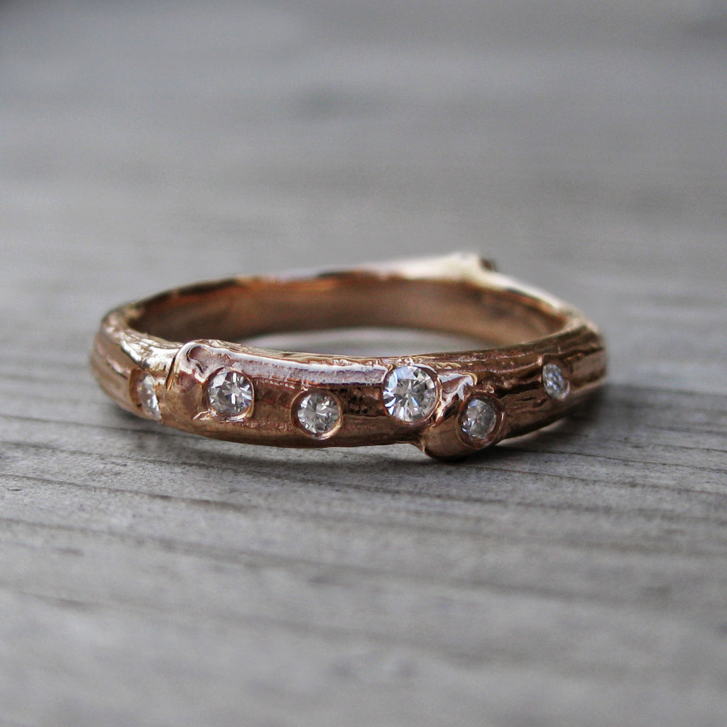 Scattered Diamond Branch Wedding Band (Six Diamonds)