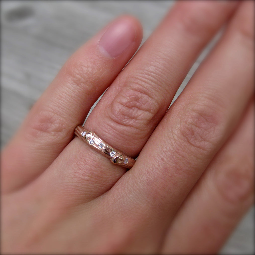 Scattered Diamond Branch Wedding Band (Five Diamonds)