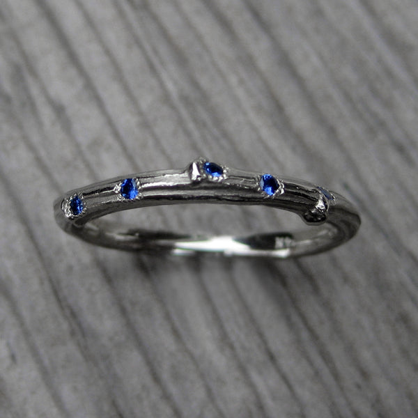 Scattered Blue Sapphire Twig Wedding Band (Five Sapphires)
