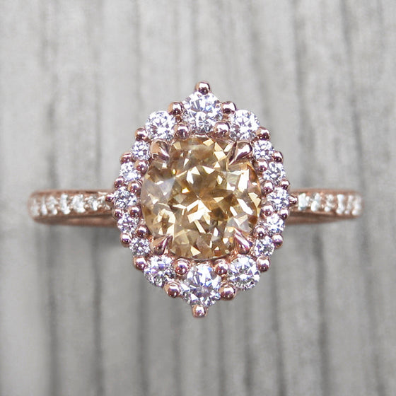 <center><strong>・EMERSON・</strong><br></center>Champagne-Apricot Sapphire, Diamond Halo & Band (1.89ct, Ready to Ship)