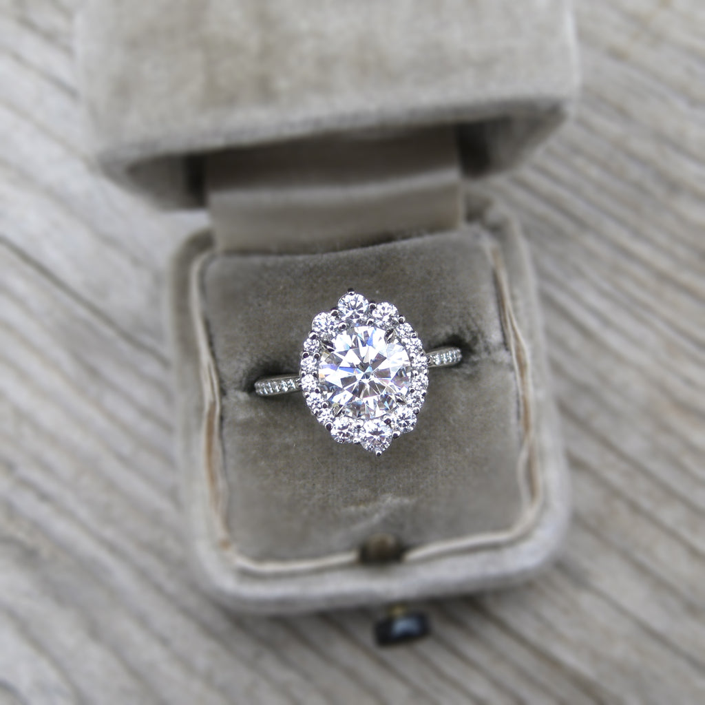 <center><strong>・EMERSON・</strong><br></center>Moissanite, Diamond Halo & Band (2.05ct+)
