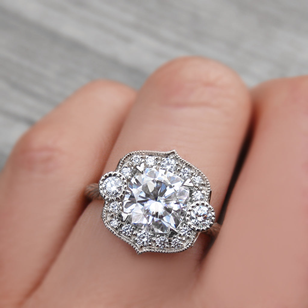 <center><strong>・SADIE・</strong><br></center>Cushion Moissanite Center, Diamond Halo (2ctw)