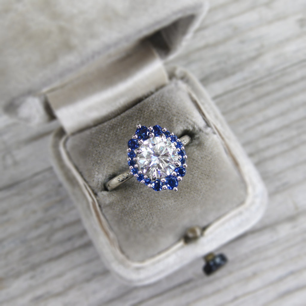 <center><strong>・EMERSON・</strong><br></center>Moissanite, Blue Sapphire Halo (1.67ct, Ready to Ship)