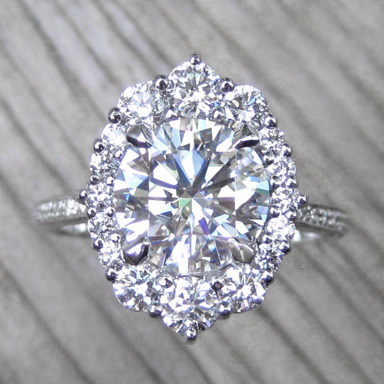 <center><strong>・EMERSON・</strong><br></center>Moissanite, Diamond Halo & Band (2.65ct+)