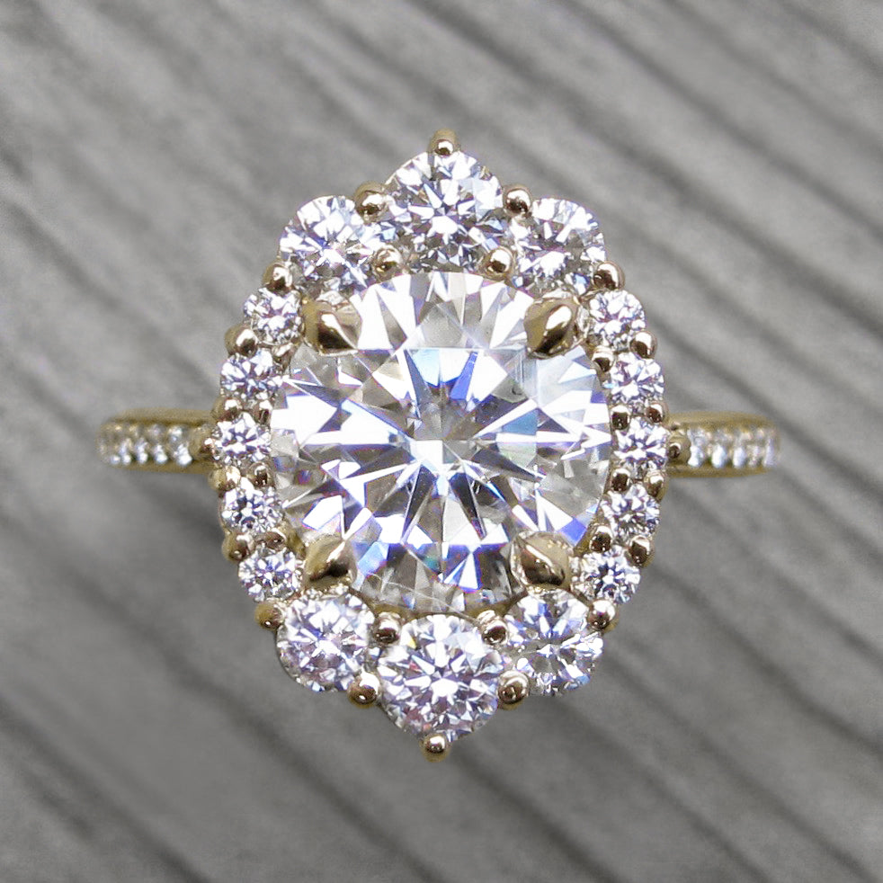 <center><strong>・EMERSON・ </strong><br></center>Moissanite, Diamond Halo & Band (2.65ct+)