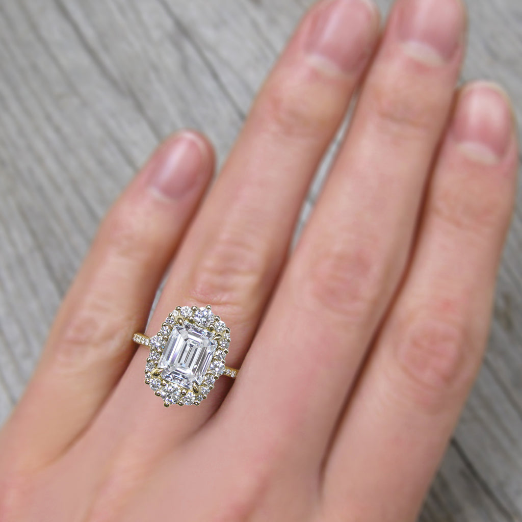 <center><strong>・ADELINE・</strong><br></center>Emerald Cut Lab-Grown Diamond, Diamond Halo & Band, (2.22ct+, VS1/G))