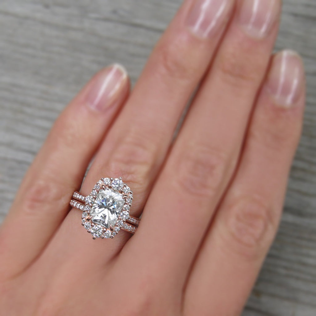 <center><strong>・ADELINE・</strong><br></center>Radiant Cut Moissanite Center, Diamond Halo (2.21ctw+)