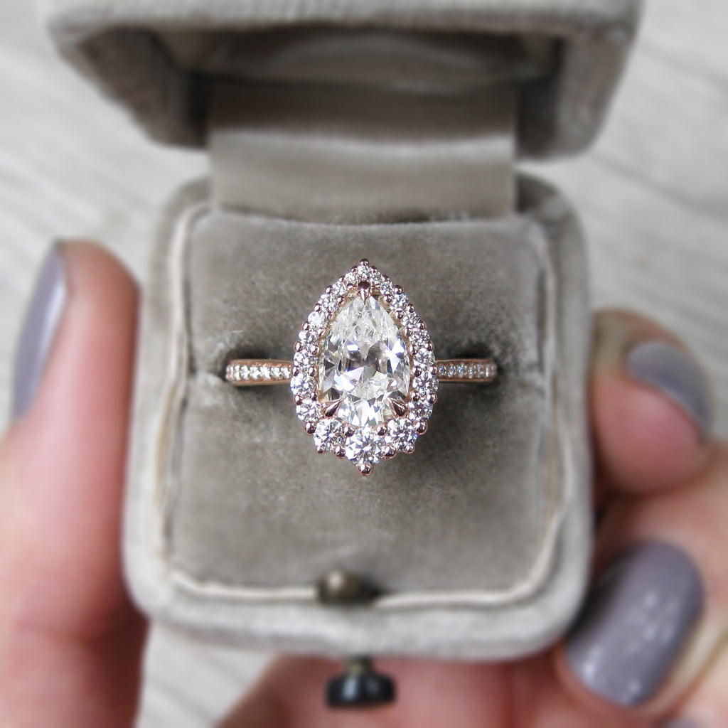 <center><strong>・CELESTE・</strong><br></center>Pear Moissanite, Diamond Halo & Band (1.94ct+)