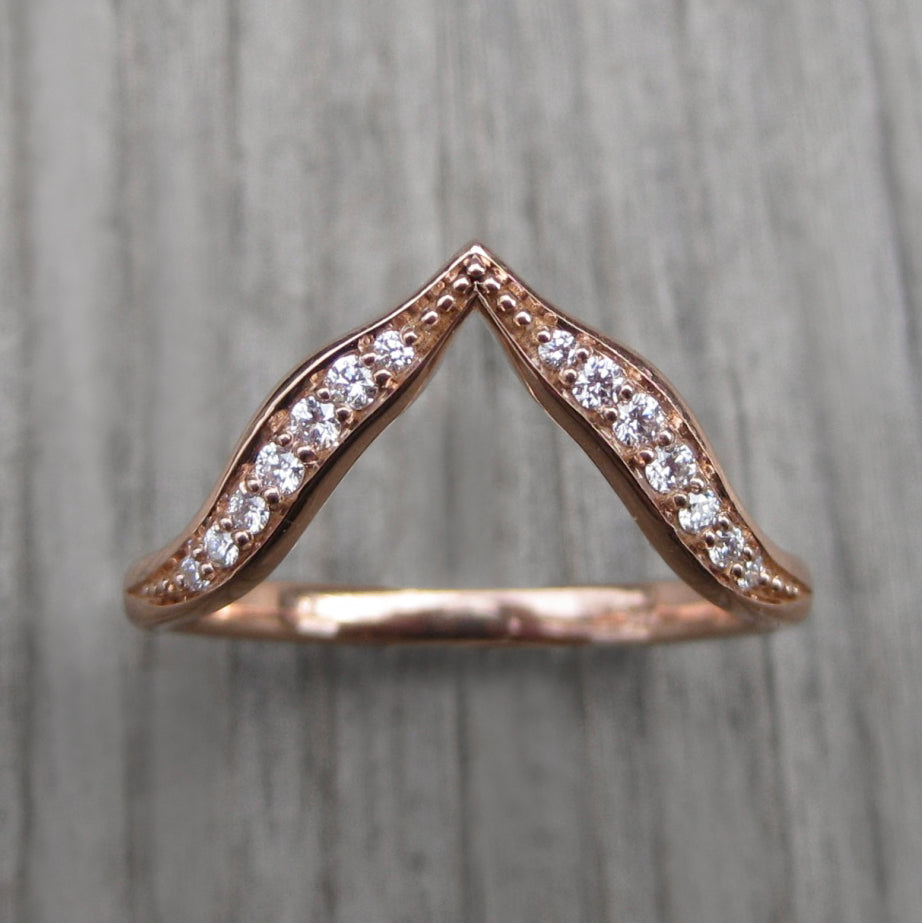 <center><strong>・DEEP V-BAND・</strong><br></center> Fourteen Diamonds (Ready to Ship)