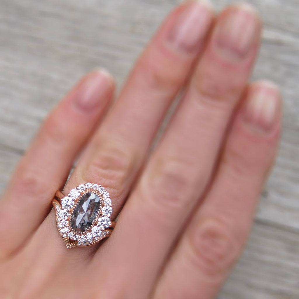 <center><strong>・VALENTINA・</strong><br></center>Salt + Pepper Rose Cut Diamond Halo Ring & V-Band (1.94ctw+)