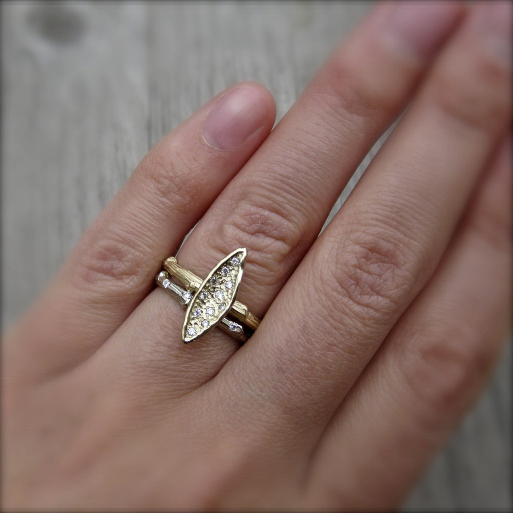 <center><strong>・LEAF RING・</strong><br></center> Eleven Diamonds, Twig Band (Ready to Ship, size 7)