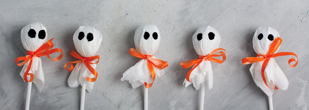 Make Halloween No Bake Spooky Cookie-Pops with your kids!