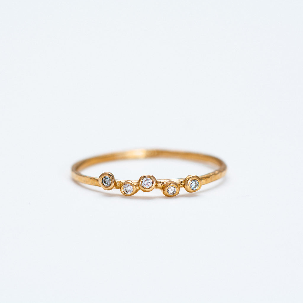 Lio + Linn - Feeling Ring with 5 White Diamond
