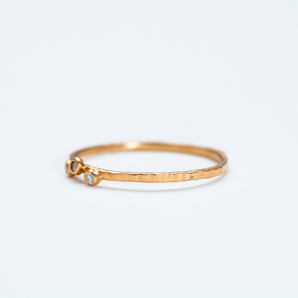 Lio + Linn - Feeling Ring with 3 White Diamond