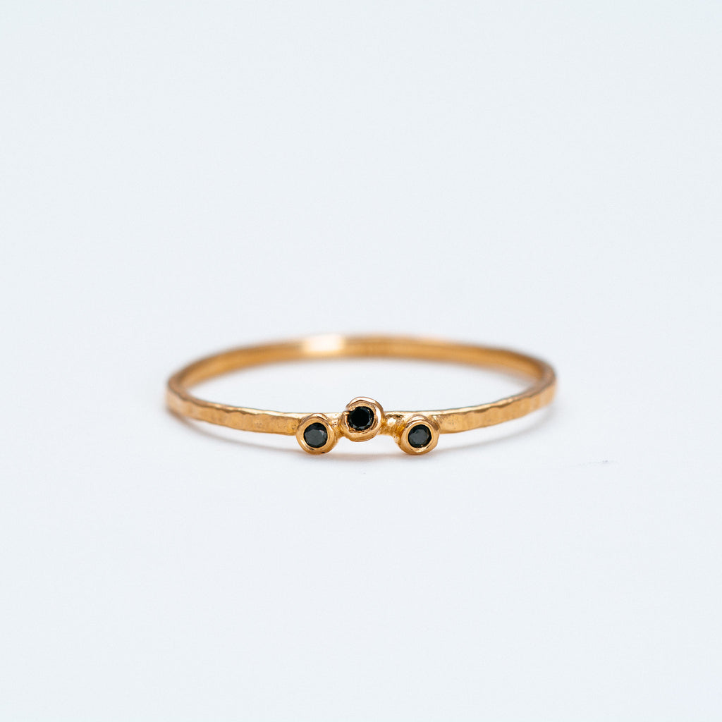 Lio + Linn - Feeling Ring with 3 Black Diamond