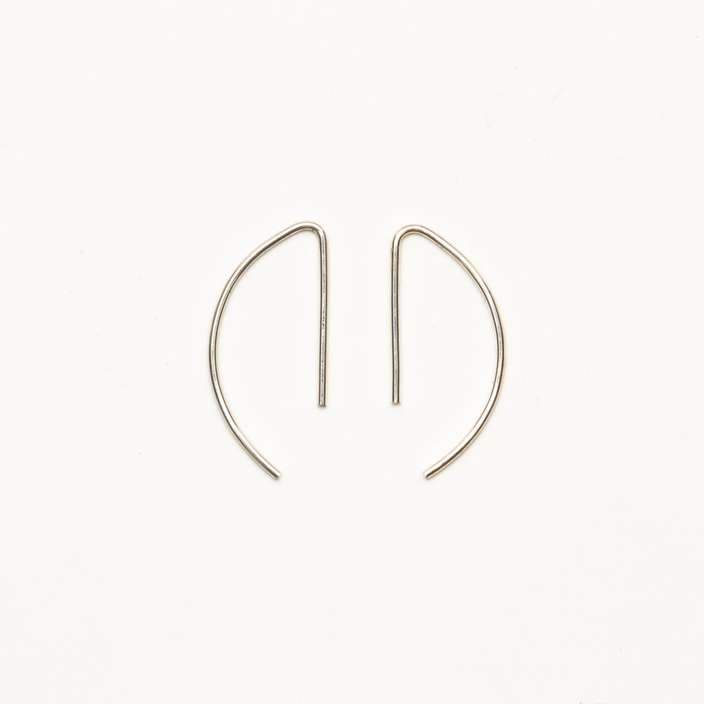 8.6.4 - Small Curved Threader Earrings - Norbu