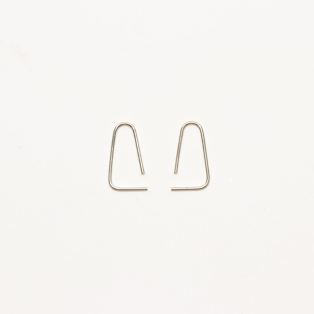 8.6.4 - Medium Curved Triangle Earrings - Norbu