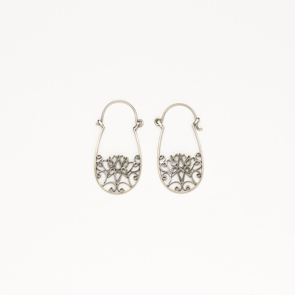 Dream Mullick - Small Fresh Flower Earrings