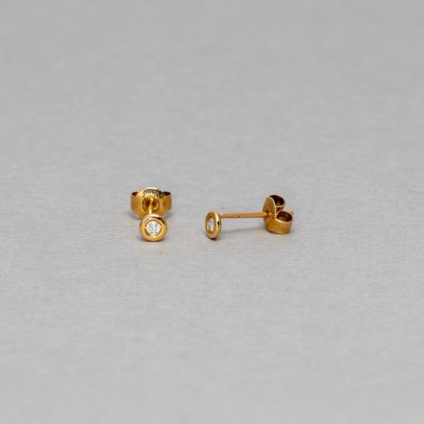 Liven - Bezel stud earrings