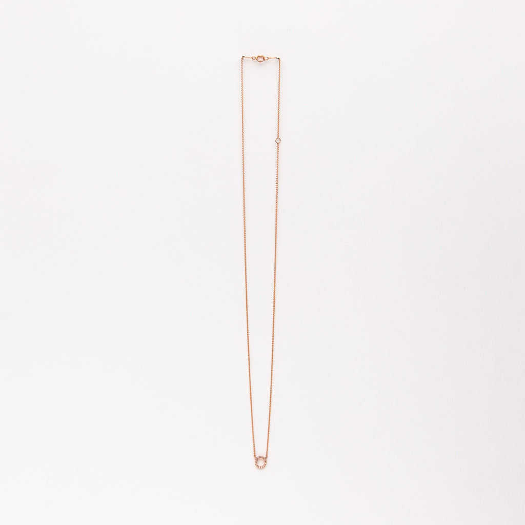 Liven - Small diamond circle necklace in rose gold