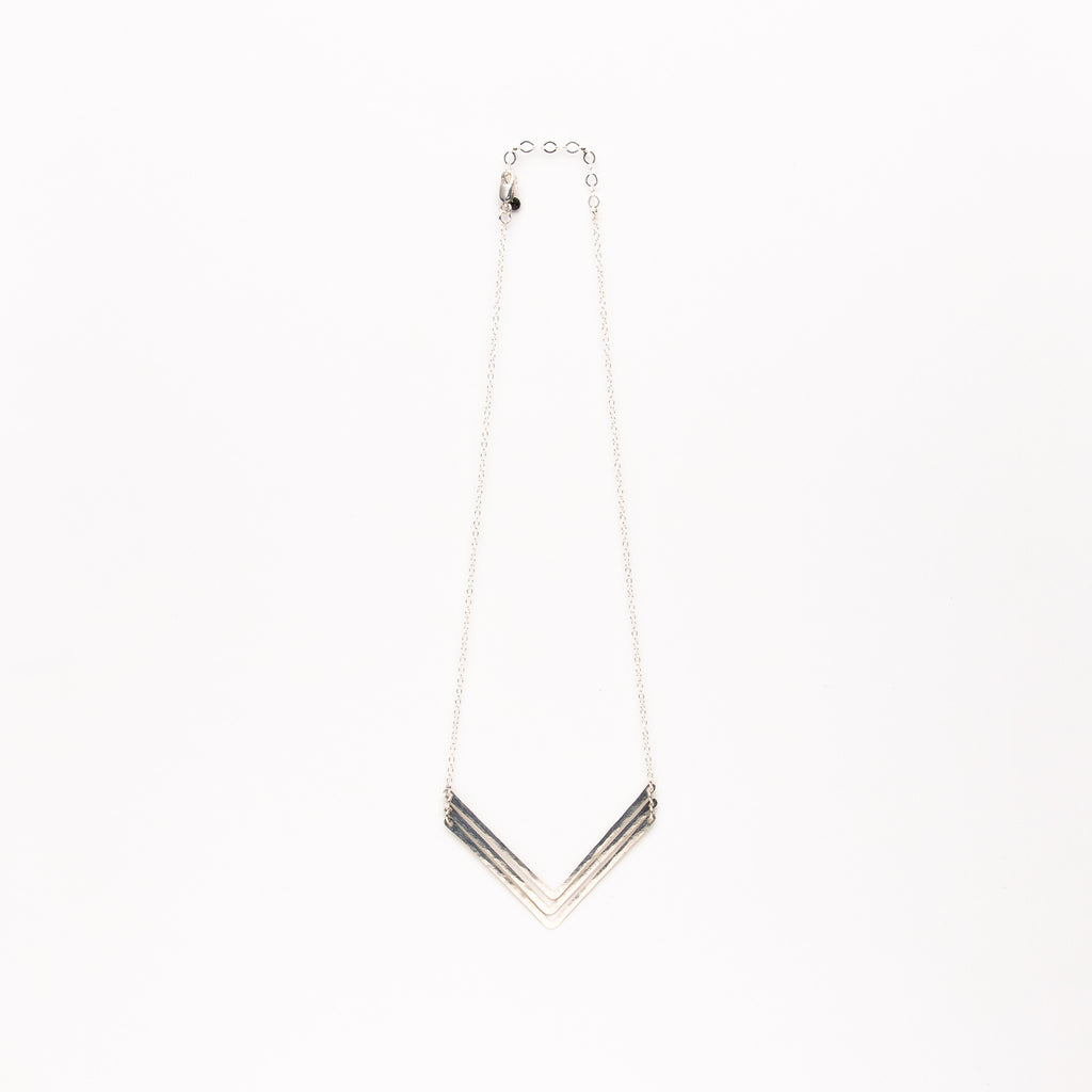 Jessica DeCarlo - Medium triple chevron necklace in silver