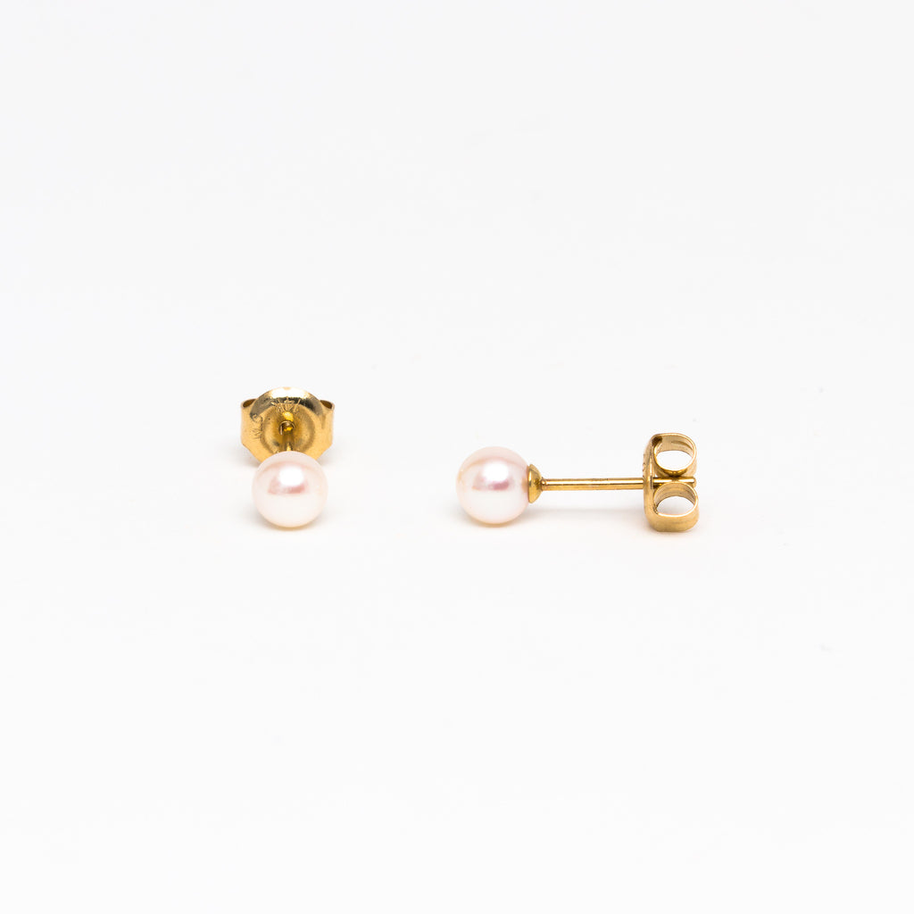 NFC - Fresh Water Pearl Stud in Yellow Gold