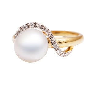 Pearl and Diamonds Statement Ring