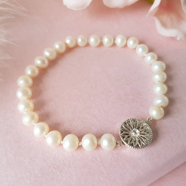 PEARL BRACELET WITH ART DECO CLASP