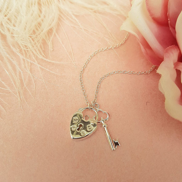 PADLOCK NECKLACE WITH KEY