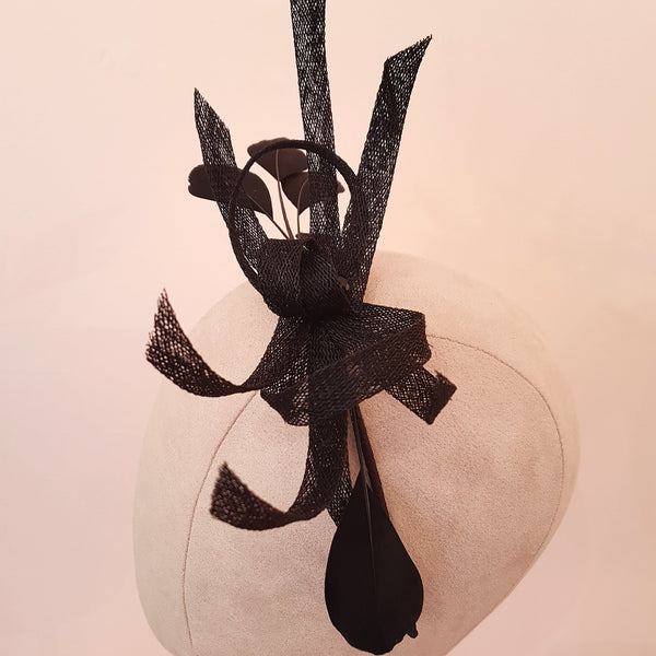 feather fascinator for wedding guests