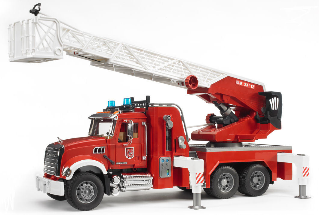 #02821 1/16 Mack Granite Fire Engine with Water Pump