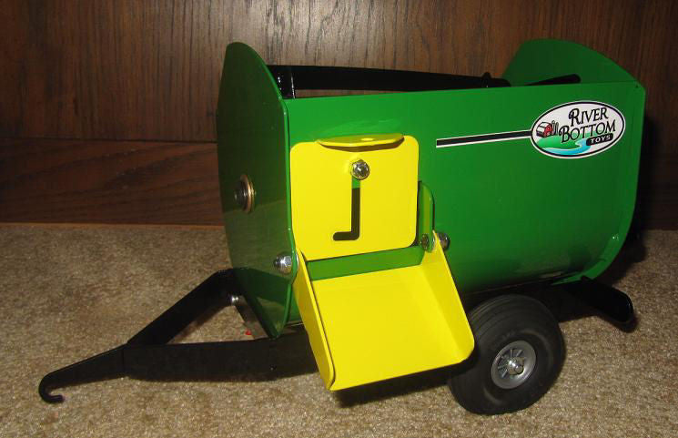 #RBT10 1/16 Green Lil' Mix Feed Wagon with Feed