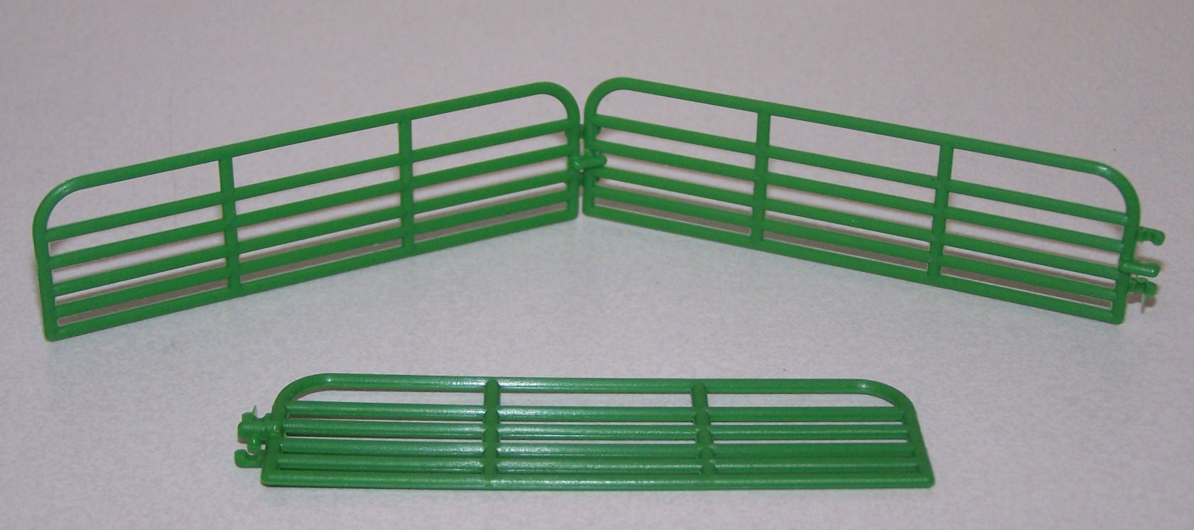 #ST207 1/64 Green 16' Cattle Gates