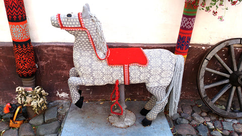 Hobbywool yarn bombed horse