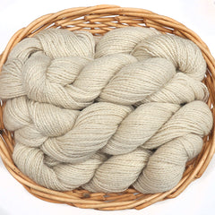 Natural white Nordic breed blend yarn