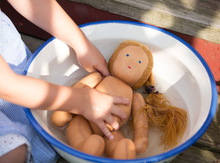 doll-bathing