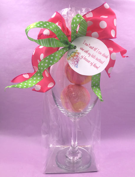 BB063001 - Wine Glass with 2 Bath Bombs