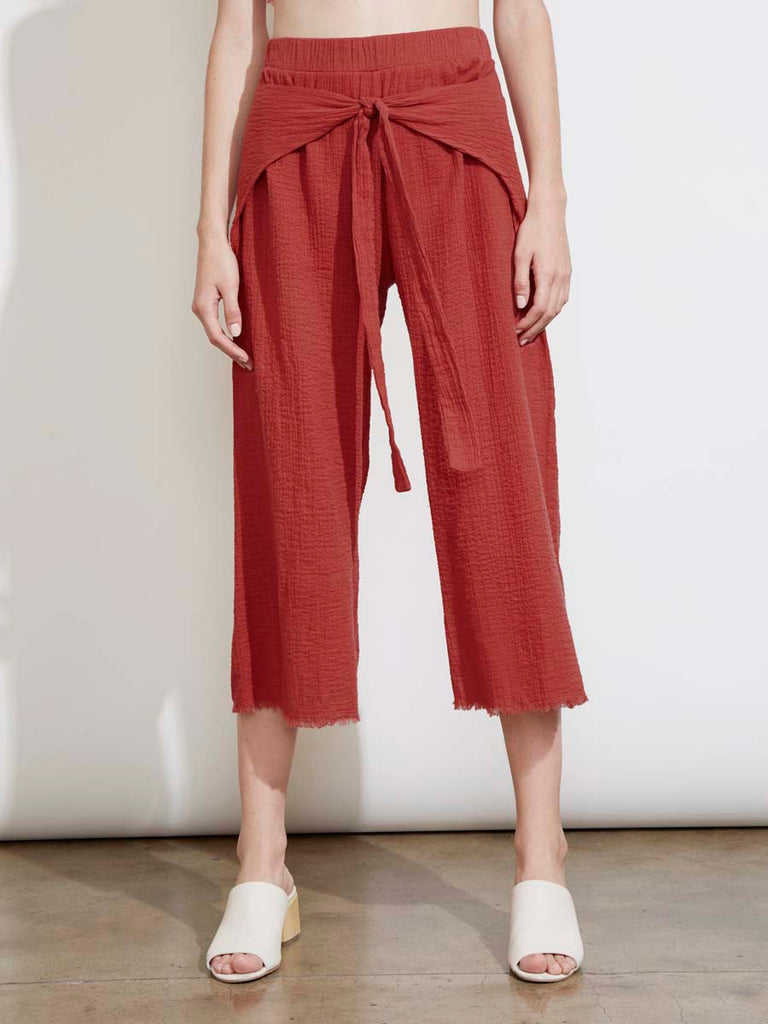 Paola Pant in Lipstick
