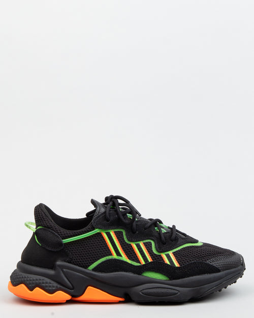 Ozweego Core Black/Solar Green/Hi-Res Coral 1
