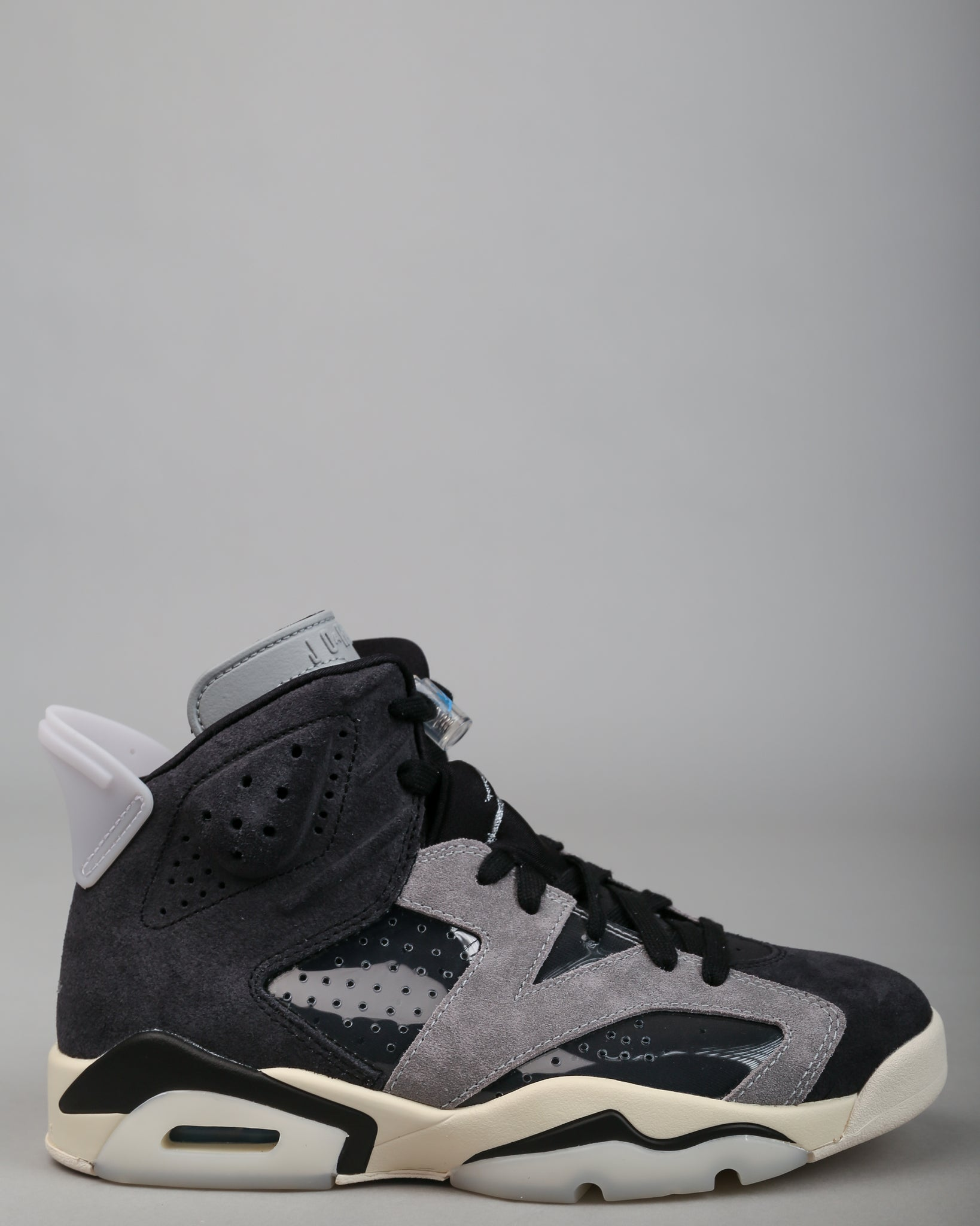 WMNS Air Jordan 6 Retro Black/Chrome/Light Smoke