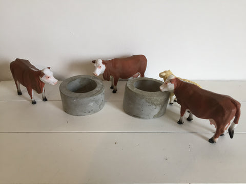 Little Farm Round Concrete Water Trough Set