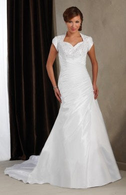White A-line Chapel Train Sweetheart Neckline Wedding Gown